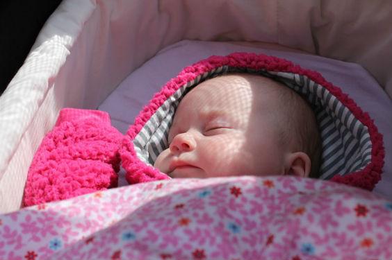 baby wiege schlafend up 564