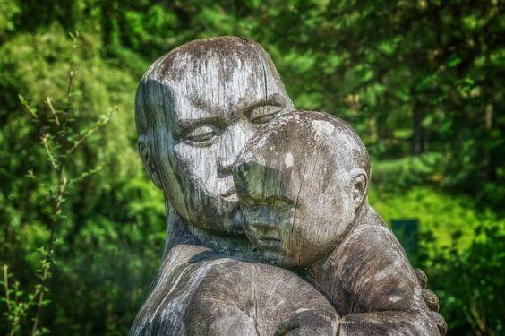 troesten baby skulptur 564