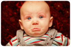 Oft erkennt man schon an Babys Mund, ob eine Krankheit vorliegt