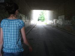Tunnel Frau