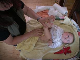 Baby Pinkelt Beim Wickeln